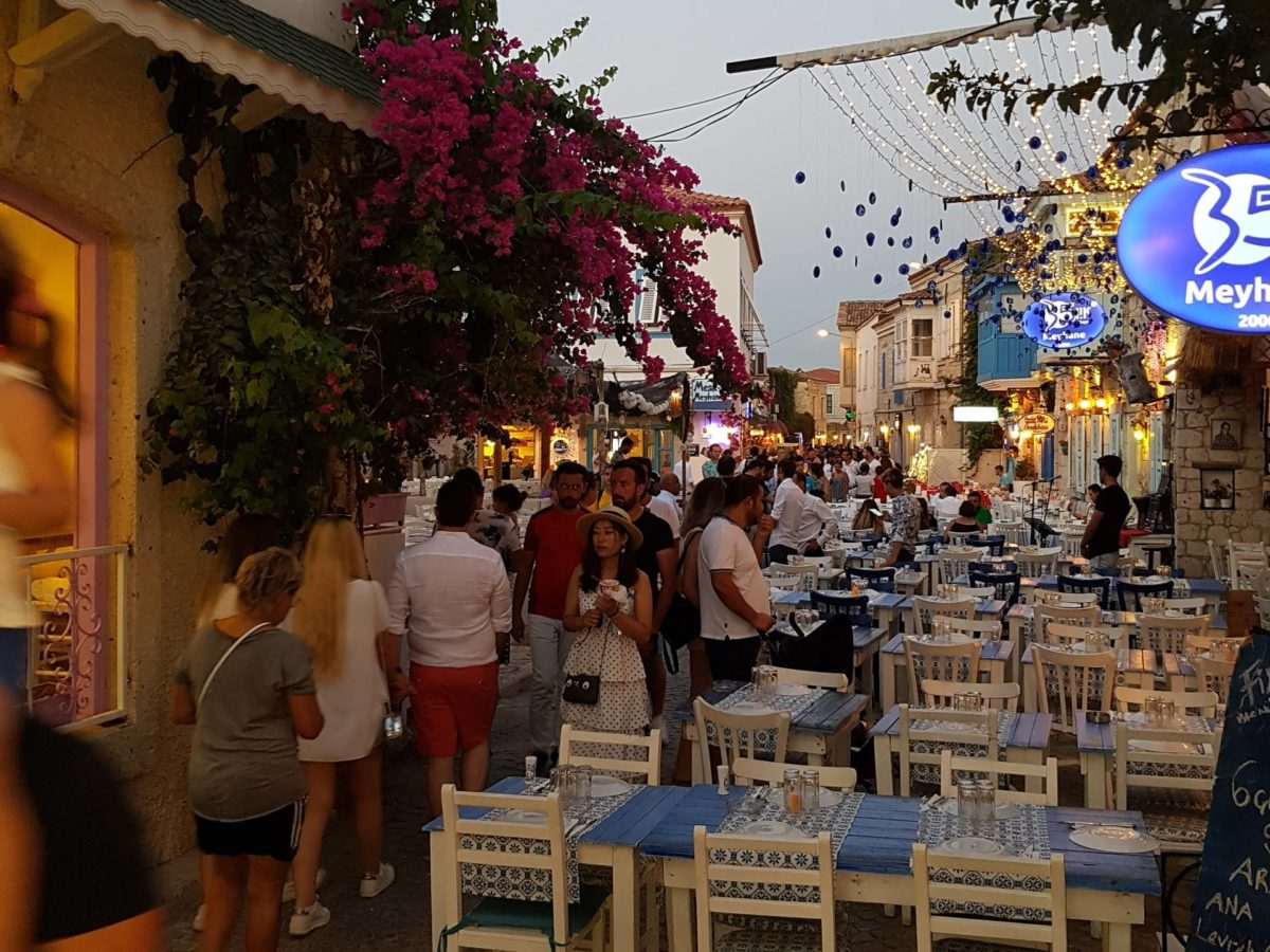 Cesme and Alacatı offers excellent nightlife with its many bars and clubs to spend romantıc holidays