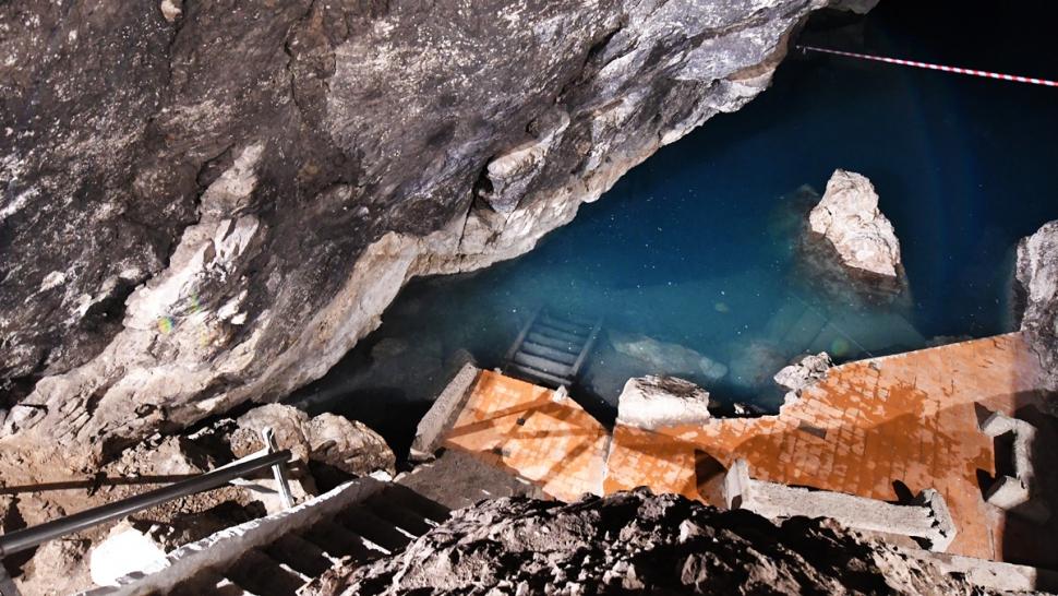 Kov Ata underground lake